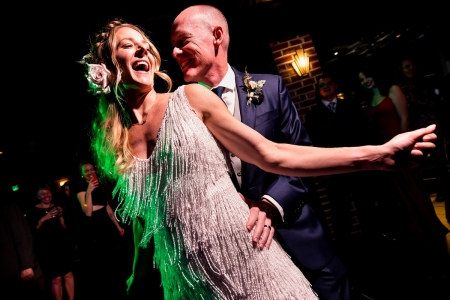 Bruid en bruidegom dansen | Ironworks Denver Wedding | Denver Trouwfotografen | J. La Plante Photo