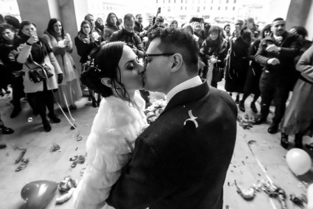 Abbazia di San Benedetto, foto do casamento da noiva e do noivo se beijando