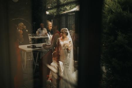 Kuzguncuk Yanık Mektep, İstanbul wedding picture of the bride and groom.
