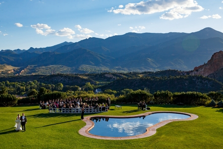 Outdoor wedding ceremony at the Garden of the Gods Club