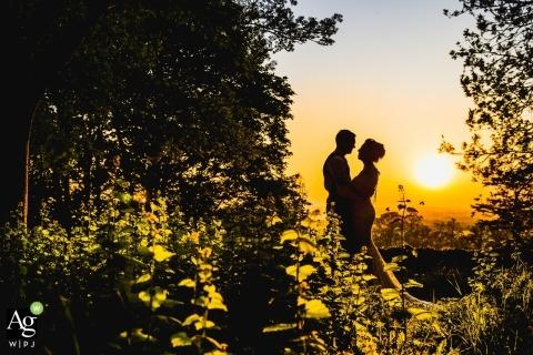 North Hamptonshire Wedding Reportage Fotografie en portretten | Afbeelding bevat: bruid, bruidegom, silhouet, portret, zonsondergang, weide