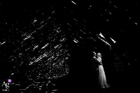 Schwarz-Weiß-Portrait-Fotoshooting mit Braut und Bräutigam in Noord-Brabant