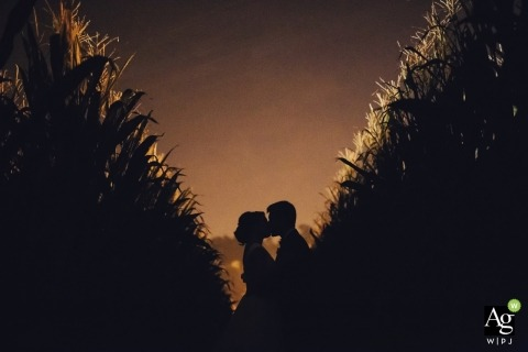 A Portugal marriage photo allows the nature of the outdoors to commence a true kiss