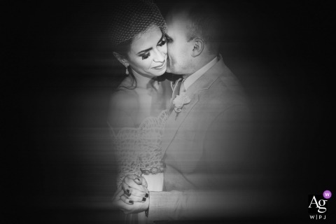 Minas Gerais creative and artistic wedding pictures of bride and groom