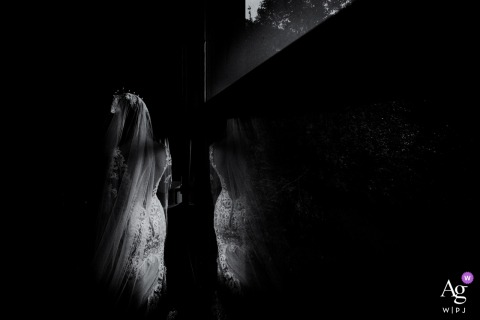 Fujian creative wedding photography | detail of bride's dress in artistic black and white photo
