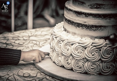 La Spezia creative wedding photography | detail of boy putting his finger in the cake