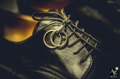 La Spezia trouwfotograaf | Afbeelding bevat: detailopname, ringen, schoenen