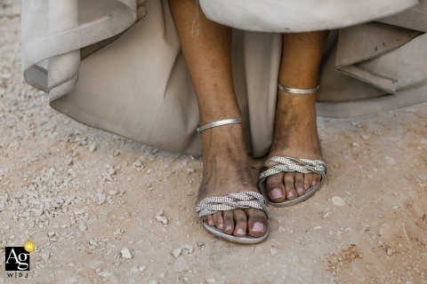 milano wedding photos | in the middle of the day | dirty dress of bride and dirty shoes