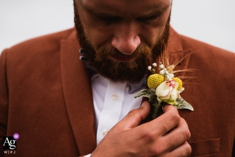 Doreset creatieve huwelijksfotografie | detail van de man met Corsages