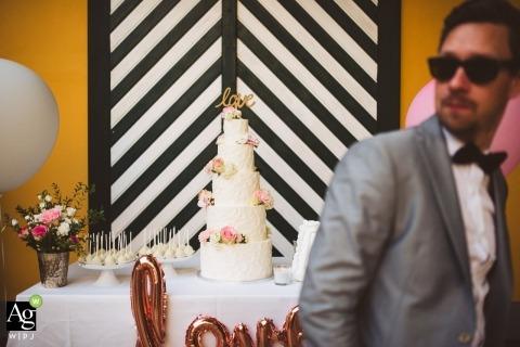 Ljubljana Huwelijksfotografie | Afbeelding bevat: detailopname, cake, ballonnen, bruidegom