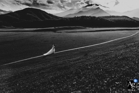 Da Nang Artistic Wedding Photograph of bride walking in black and white with the mountains