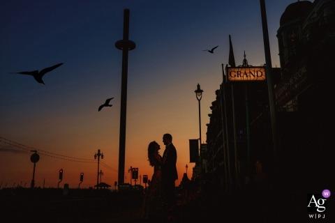 huwelijksfotografie silhouetportret van de bruid en de bruidegom van Londen met vogels
