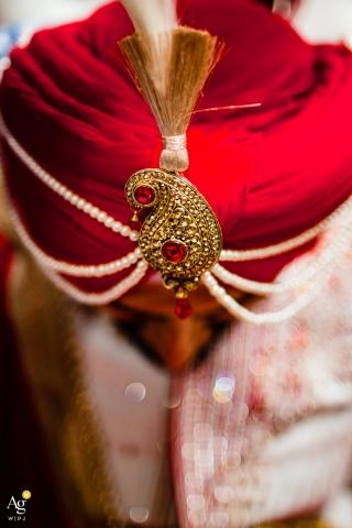 Fotógrafo creativo de California, detalle del turbante del novio.