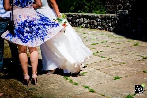 Lucht- en kledingsfotografie - winderige huwelijksreceptie met bruid