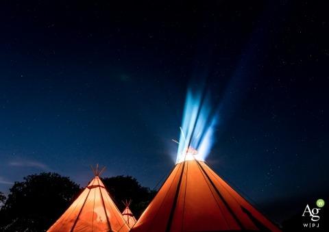 Détail de la photographie de mariage créative artistique Dorset avec des tipis