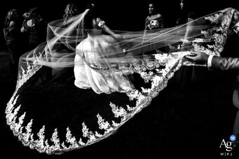Fotodetail der künstlerischen Hochzeit Ontarios des Schleierzugs der Braut