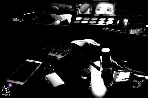 Sanming wedding image of bride in mirror surrounded by makeup supplies
