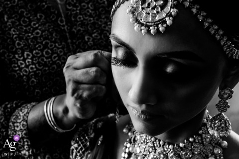 Mumbai, India trouwdag fotografie | Zwart en wit Bride Make-up detailfoto