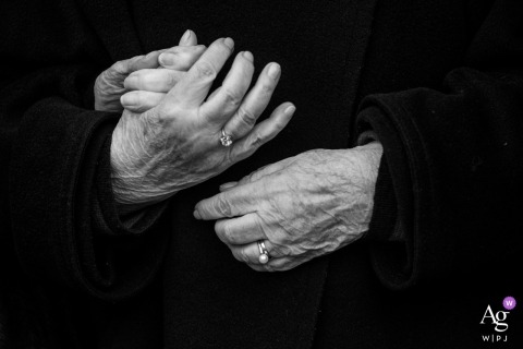 Hoeve De Blauwpoorte wedding photography | Black and white detail of wedding hands