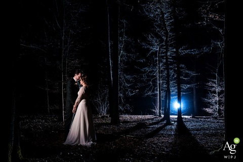 Beaufort Huis Austerlitz wedding photographer: The bride and groom are posing for their cool nighttime portrait. A romantic but also spooky setting in the forest.