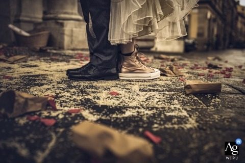 La Spezia wedding day photography | Converse bride shoes details at the wedding