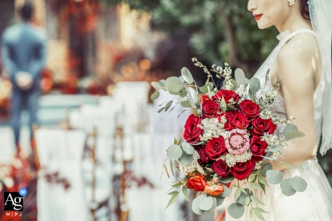Zhengzhou Henan weddding image of red lips and red roses in bridal bouquet are in harmony.