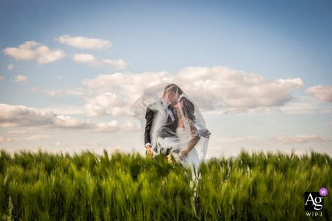 Andrea Sampoli is an artistic wedding photographer for Siena