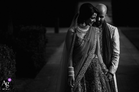 London-Braut und Bräutigam Portrait in Schwarzweiss am Hochzeitstag