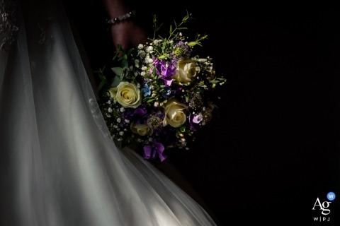 Bovendonk Hoeven wedding photographer | photograph of sunlight on the brides bouquet