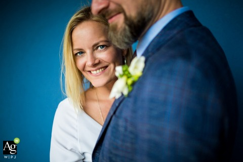 Farma Noe wedding day portraits | so much blue | photo at the venue of the bride and groom