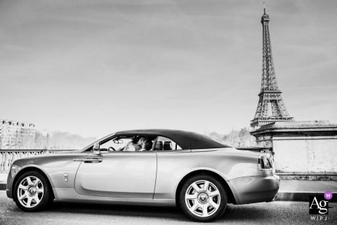 Wedding photographer for Paris - France | Kiss in the wedding car at the Eiffel Tower
