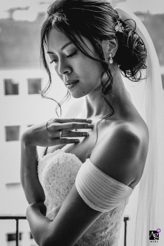 Paris - France wedding photographer | black-and-white vertical Bride portrait