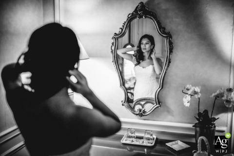 Paris - Francewedding photojournalism - The bride - In front of the mirror