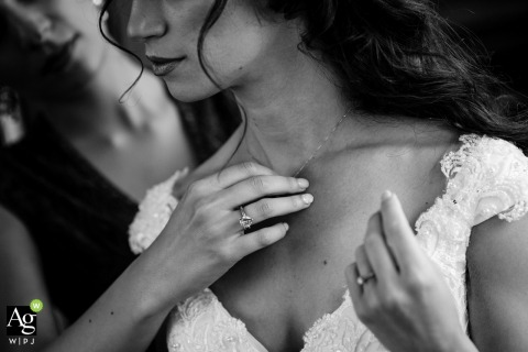 Photo du lieu de mariage du Grand Hotel Sofia | Un détail de mariage pendant la préparation de la mariée