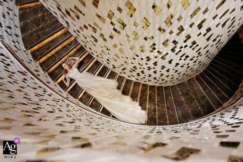Jour du mariage Portrait de mariée sur escalier à Zhuhai, Chine