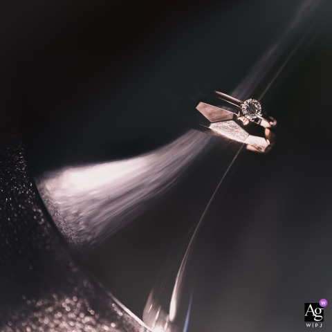 Hunan wedding photographer created this detail image of the bride and grooms wedding rings at the Huayin Hotel