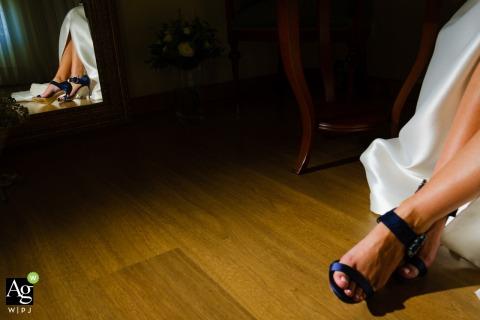 alcoy wedding photography | cocentaina, bride, shoes, mirror