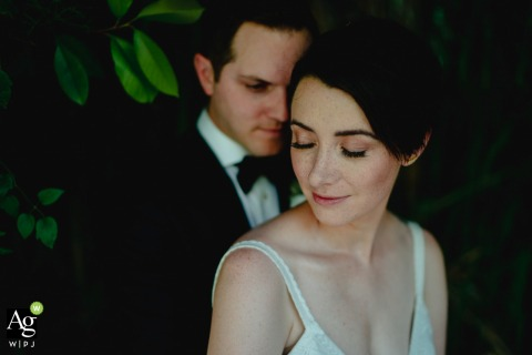 Tar-Tufo restaurant wedding venue portrait photo | Extremely Loud and Incredibly Close
