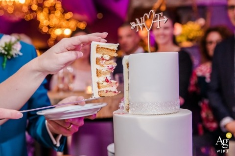 Puur Achter De Markt Wedding Photos - First piece of wedding cake