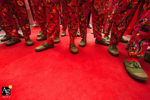 Nanping ślubny wizerunek najlepszych męskich butów w przejściu przy drzwiach ceremonii