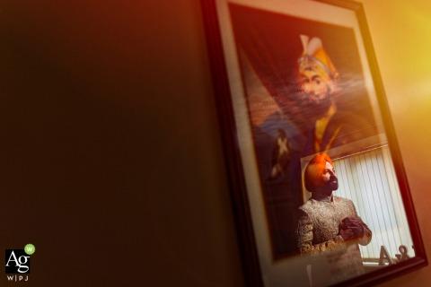 Osmaston Park, Derby, UK Hochzeitsfotografie | Bräutigam Immer bereit und sein Spiegelbild auf dem Bild von Guru Gobind Singh