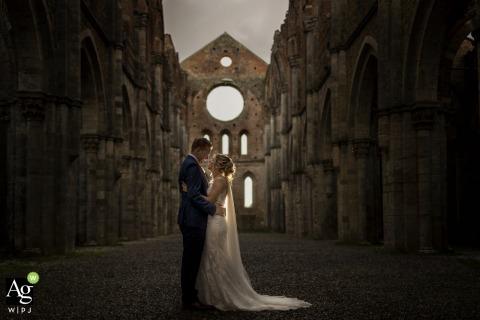 Abbaye de San Galgano photographie de mariage Toscane | Portrait de mariée et le marié après la cérémonie