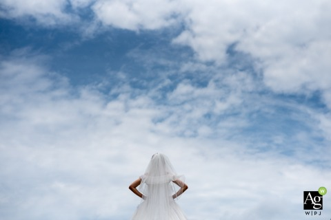 Guangzhou wedding day portrait of the bride as she is Waiting for the groom | Blue sky, clouds, minimalist
