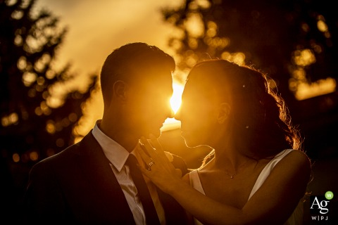 villa valenca brescia wedding venue portrait photo - bride and groom at sunset with some lens flare and trees