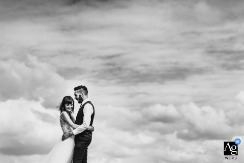 Derbyshire Wedding Portrait Photographer | Couple embracing in the sky - black and white