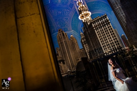 Chicago - Londonhouse Wedding Photos | a bride and a city reflection