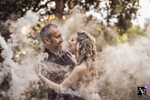 Soci - La Colombaia - Wedding portrait In the fire smoke with bride and groom