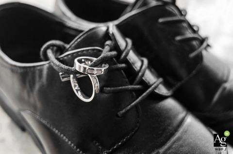 Fotografia ślubna w domu Fuzhou - szczegóły dotyczące butów i pierścieni mężczyzny.