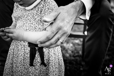 Grignan wedding photo in black and white - hand of the groom with his daughter