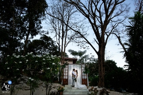 Claudia Amorim is an artistic wedding photographer for Goias